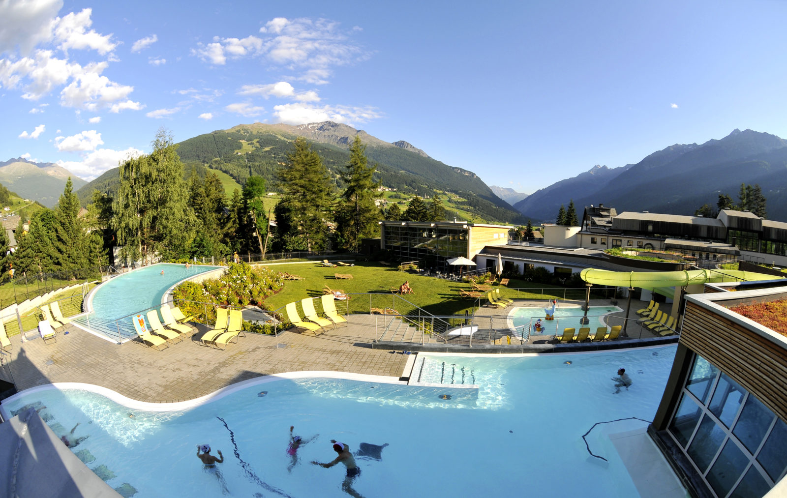 https://pirovano.it/wp-content/uploads/2018/03/terme-bormio-piscina-esterna-pano-1600x1013.jpg